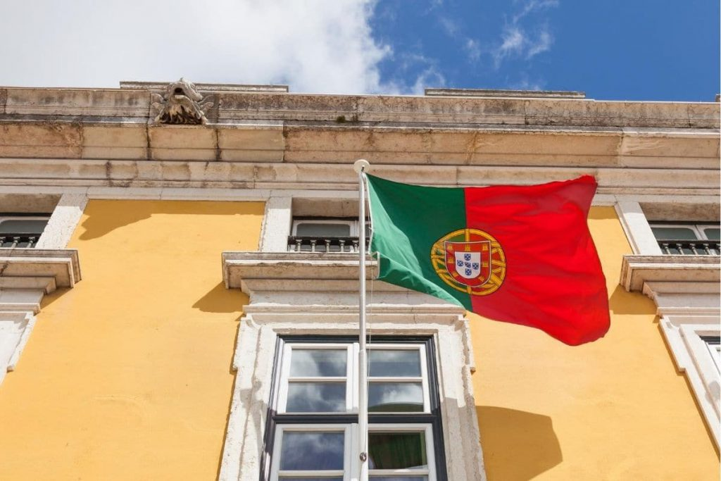 road trip au Portugal drapeau portugais